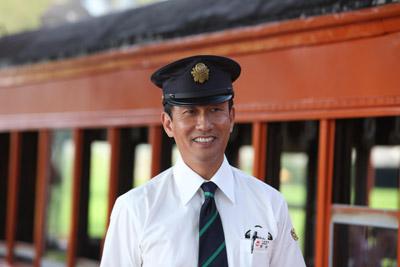 RAILWAYS 49歳で電車の運転士になった男の物語 メインイメージ