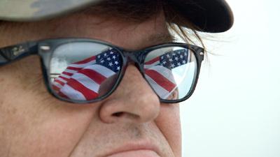 マイケル・ムーアの世界侵略のススメ メインイメージ